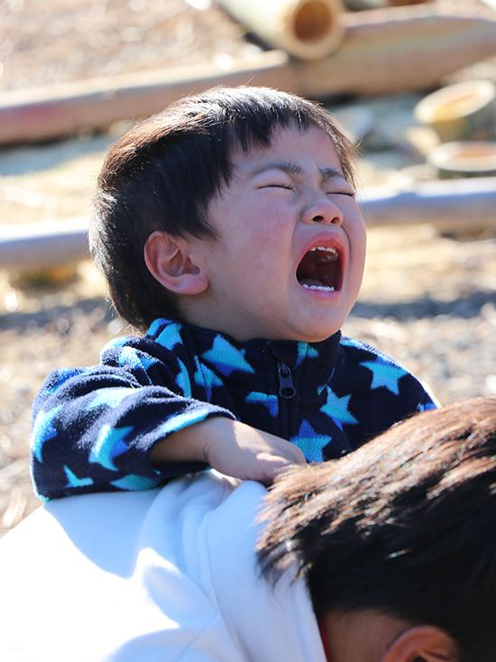 泣いている子