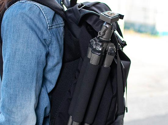 eoskissmのバッグとスリックの三脚