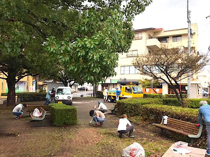 サンカク公園の掃除